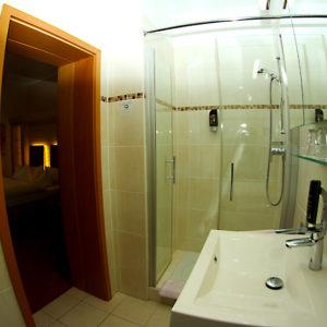 Moderne Sanitärbereiche in jedem Zimmer.