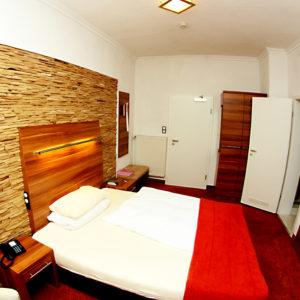 Ein modernes Zimmer als Rückzugsort.