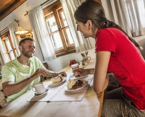 Hotel_Almrausch_a-z_predigtstuhlbahn-almhuette