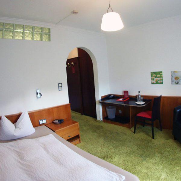 Hotel Almrausch in Bad Reichenhall - Ihr 3 Sterne Hotel im Süden Bayerns - Zimmer Einzelzimmer 16 im Rosenhaus Innenaufnahme