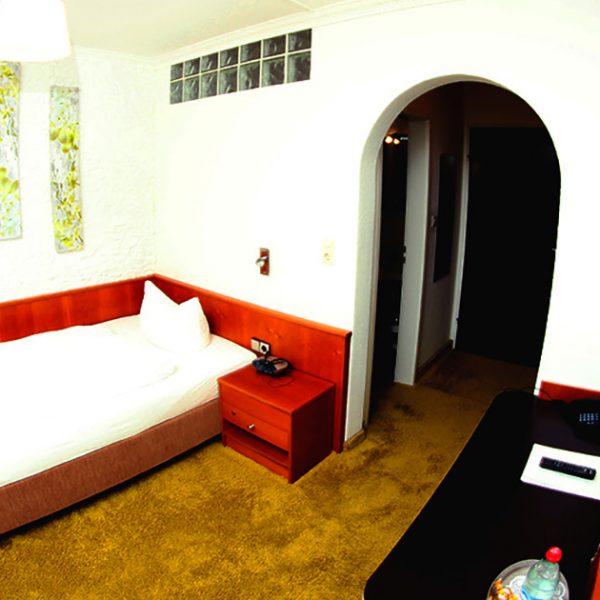 Hotel Almrausch in Bad Reichenhall - Ihr 3 Sterne Hotel im Süden Bayerns - Zimmer Einzelzimmer 18 im Rosenhaus Innenaufnahme