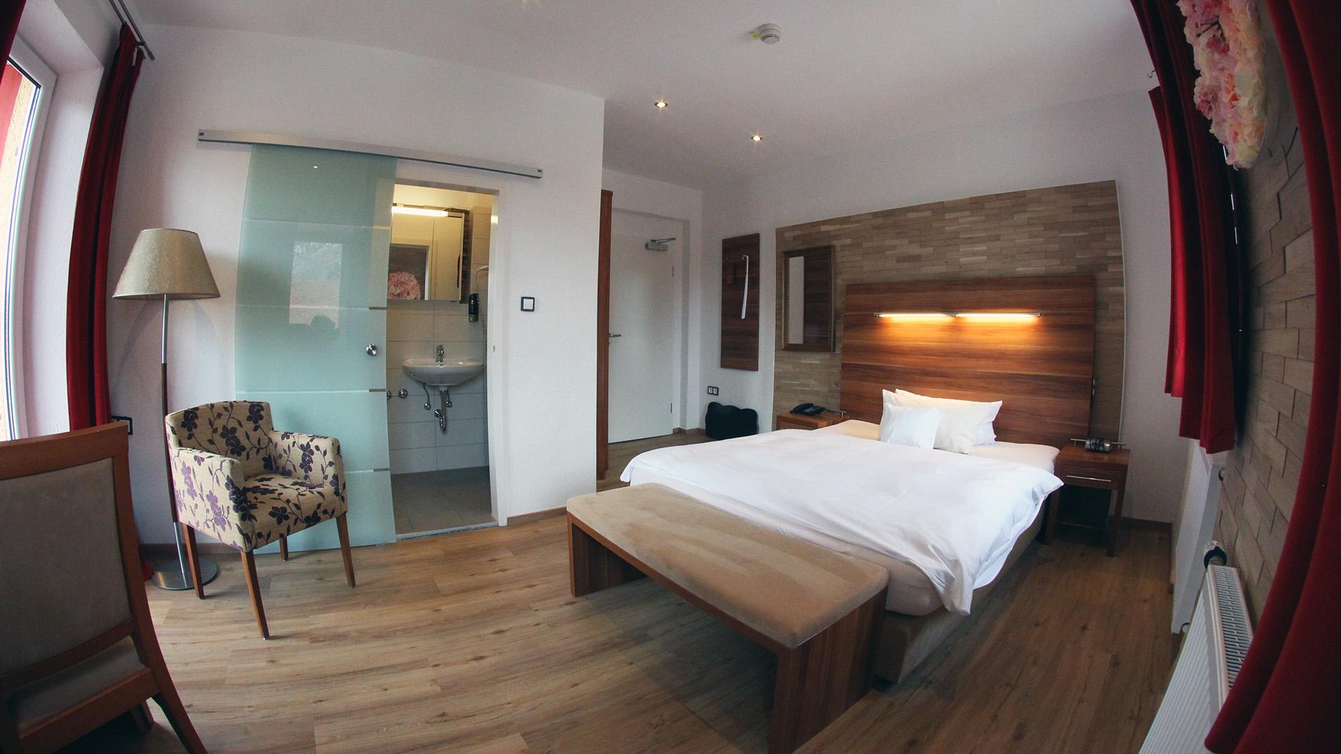 Hotel Almrausch in Bad Reichenhall - Ihr 3 Sterne Hotel im Süden Bayerns - Zimmer Einzelzimmer Komfort 9 Innenaufnahme