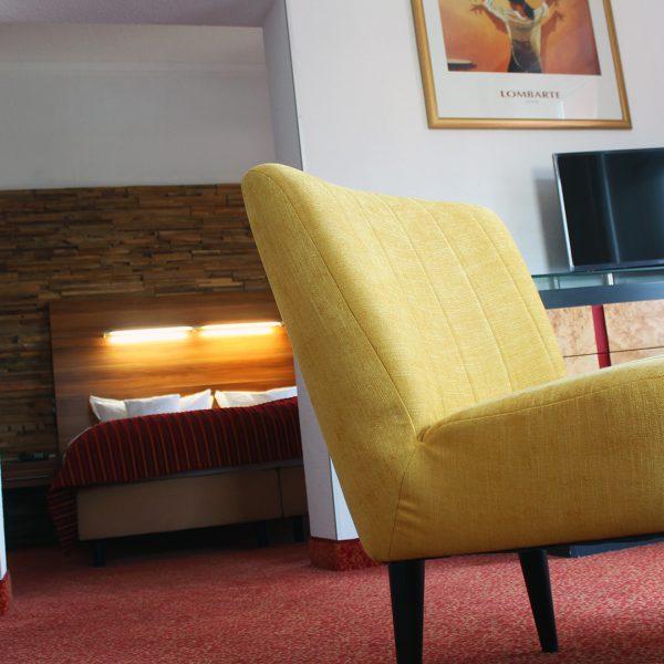 Hotel Almrausch in Bad Reichenhall - Ihr 3 Sterne Hotel im Süden Bayerns - Zimmer Suite 8 Innenaufnahme
